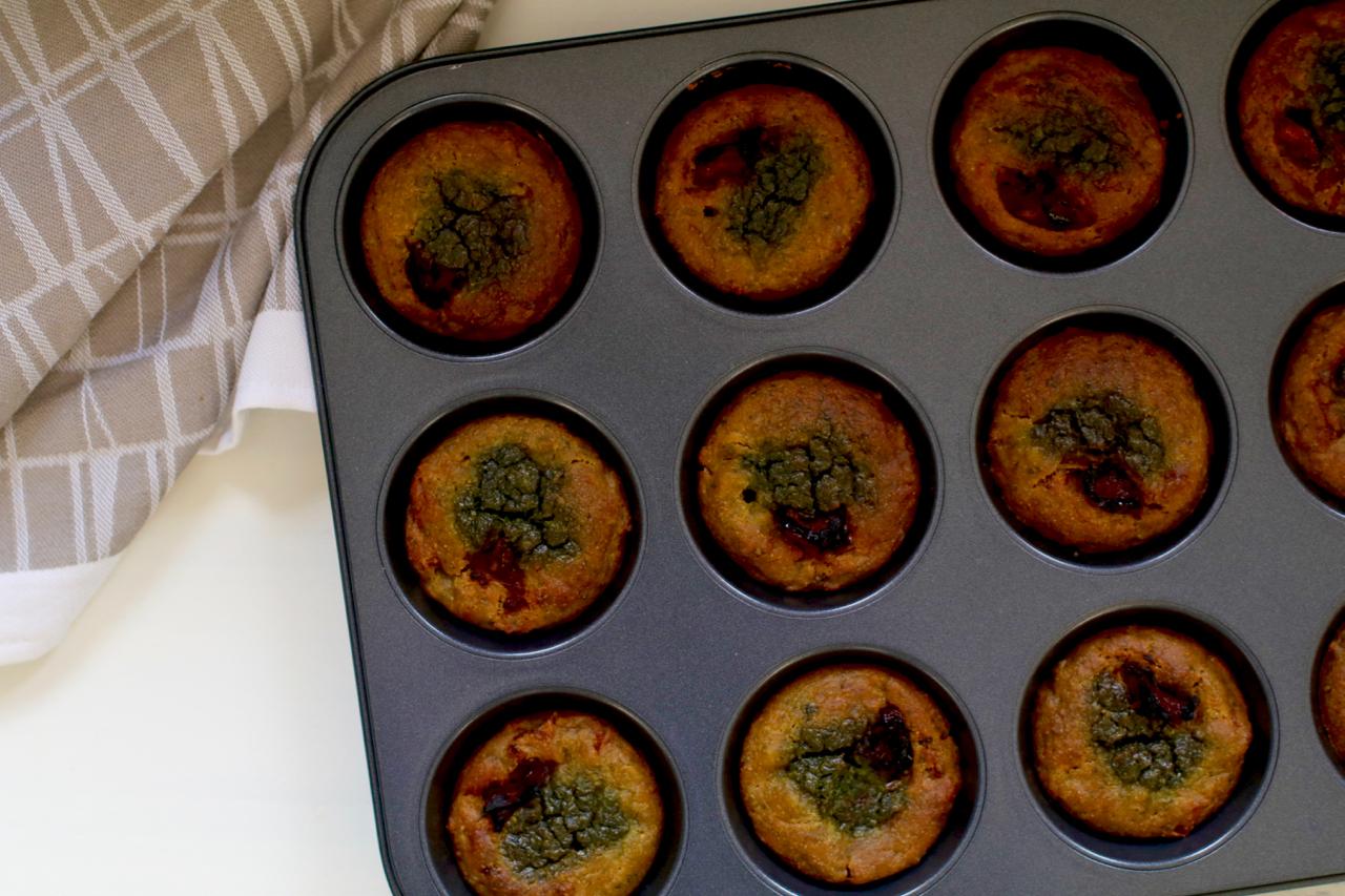 Creamy pesto muffins